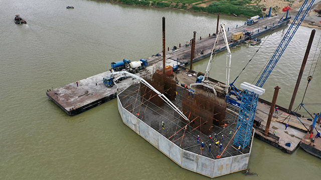 Niger Bridge Axis 270 – Second casting step of pile cap in progress