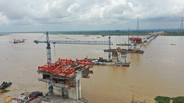 Niger Bridge – View from road yard 1 towards free balanced cantilever axis 280 westwards