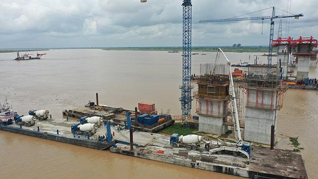 Niger Bridge – Columns at axis 270 on-going